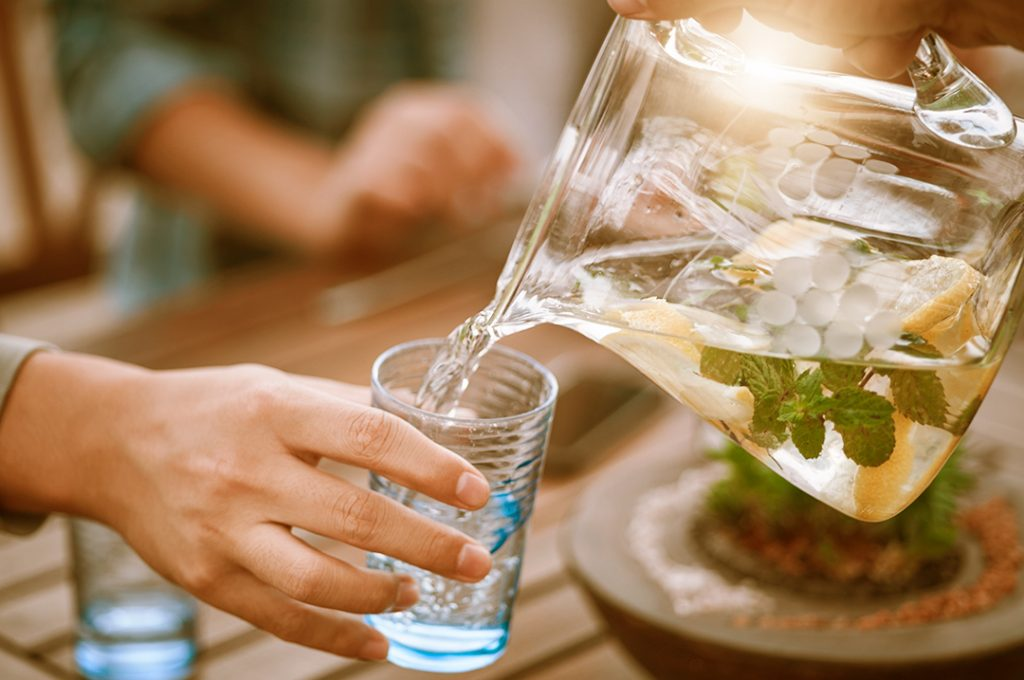 Alcoholic sparking water is not always plain